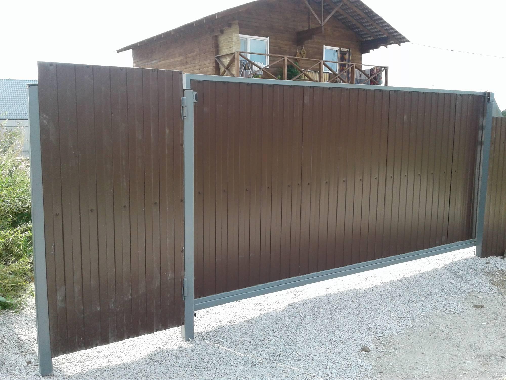 Ворота с калиткой для дачи, какой допустимый вариант предпочтительнее.